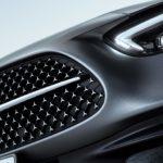 Ny front med diamantgrill och Mercedes-stjärna.